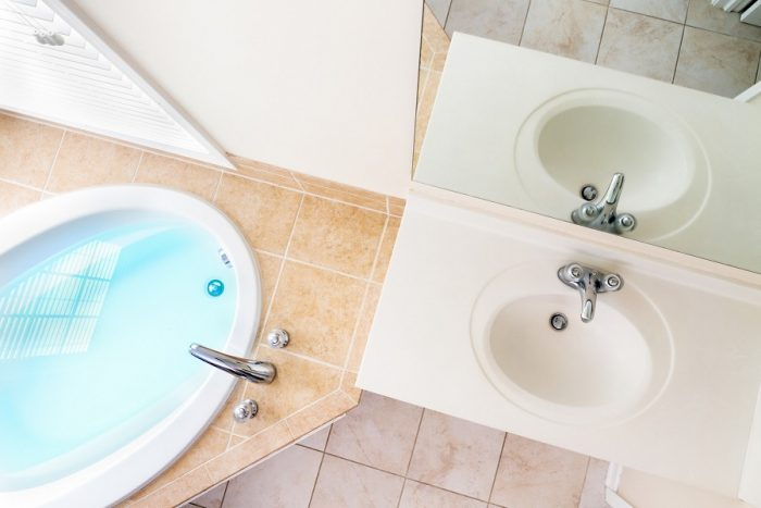 how to clean acrylic tub